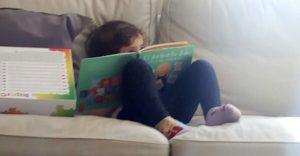 Emma leyendo